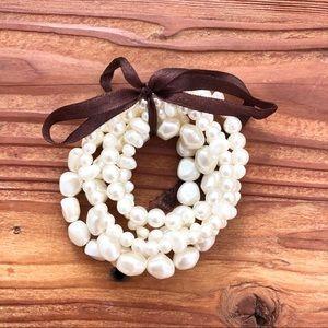 Set of 5 Faux Pearl Bracelets 🐚